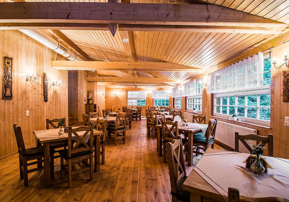 Sala restauracyjna Karczmy Rycerskiej