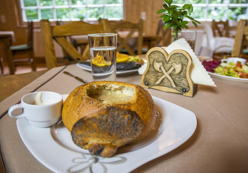 Żurek śląski w chlebku